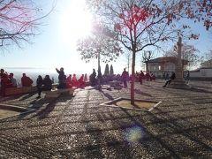 第一の目的地がこちら、サン・ニコラス広場です。  さっきまでの静けさが何だったのかと思うくらい、賑わっていました。 ギター演奏に合わせて、観光客が飛び入りでフラメンコダンスをしていたのにはびっくり。これがスペインか。