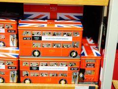 行くことを事前に決めていたマークス&スペンサー かわいいかわいいロンドンバスのクッキー缶