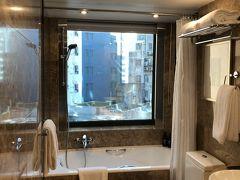 ホテルにつきました。バスルーム。