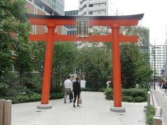 東京メトロ三越前駅 A6番出口すぐなので七福神めぐりの前に 蒼井優さん、小日向文世さんのCMに出てくる福徳神社(芽吹稲荷)に立ち寄りました。