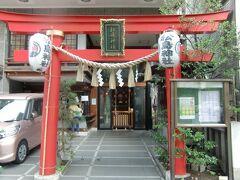 水天宮から新大橋通りを東に向かい徒歩3分、「松嶋神社」があります。