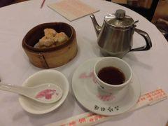 2日目の朝食は陸羽茶室