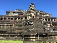 ⑩バプーオン寺院  建立年代    11世紀中期 治世           ウダヤーディチャバルマン 第2次ヤショーダラプラの中心に造られた、5層の基壇を持つピラミッド型の寺院です。このバプーオン寺院から回廊の壁に部分的にヒンズー教の神話、日常生活などの彫刻が彫ってあるのが分かっています。