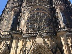 プラハ城にやってきました。まず最初に入ったのは聖ヴィート大聖堂。