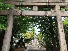 【河原稲荷神社】  遠方から見えます....【狛 犬】  マスク付けています。