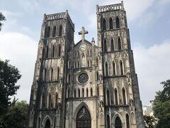 そのあとは、ハノイ大教会、の前にてパチリ