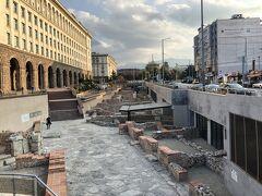 遺跡がありました!地下鉄の工事中、偶然発見されたそうです。 ソフィアは歴史ある街なのですね