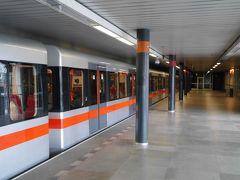 ヴィシェフラドまでは行き方が色々。 ツレの計画は万全。この駅からだと城址公園までは徒歩10分。ツレ、褒めて遣わす!