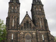 聖ペテロ聖パウロ教会。 高い2本の尖塔が魅力的な聖ペテロ聖パウロ教会です。1080年にヴラチスラヴァ2世によって建てられたとされていて、その後火事による消失や何度かの再建築を経て、現在に至ります。内部にはアールヌーヴォー調の装飾が美しく施されていて、一見の価値があり。