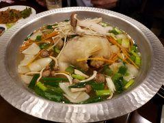 """ちなみに、こちらは大阪で一番人気のタッカンマリ。野菜の具材や韓方の味付けがあり、いかにも日本人にウケる韓国料理風です。これはこれで美味しい料理ですが、韓国オリジナルは東大門市場の""""素材で勝負のシンプル・タッカンマリ""""ですので、やっぱりわざわざ現地に足を運んで味わう価値はあると思います。"""