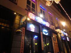 ベルギーに来たからにはベルギービールを飲もうと地元のバーに行きました。
