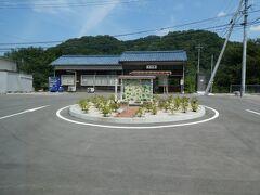 川平駅は、外から見た限り、かなり原形をとどめていました。