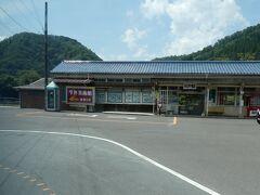 旧桜江町の駅、川戸駅。 こちらも、かなり原形をとどめています。