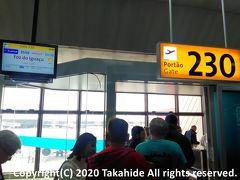 グアルーリョス国際空港(Aeroporto Internacional de Guarulhos)  当日発があると振り替えてもらった便はサンパウロ(São Paulo)のさらに別の空港発。 空港間バスで移動した後、LA3559便に搭乗しました。   グアルーリョス国際空港:https://ja.wikipedia.org/wiki/%E3%82%B0%E3%82%A2%E3%83%AB%E3%83%BC%E3%83%AA%E3%83%A7%E3%82%B9%E5%9B%BD%E9%9A%9B%E7%A9%BA%E6%B8%AF グアルーリョス国際空港:https://www.gru.com.br/en/ 空港間バス:https://www.latam.com/en_uk/tam-travel-information/bus-to-airport/ LA3559便:https://www.flightera.net/flight_details/LATAM+Airlines+Chile-Sao+Paulo-Foz+do+Iguacu/LA3559/SBGR/2018-08-15