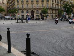 ここはsadi carnot でトラムはレプブリック通りを通ります。ここからパニエ地区は歩いて行きました。 トラムT3 https://www.evous.fr/Tramway-T2-ligne-2-Marseille-Arenc-Le-Silo-La-Blancarde-horaires-plan-adresses-1146336.html#a5 https://youtu.be/G87bG7XzaPk