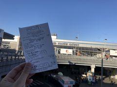 クラクフ中央駅でバスの切符を購入。 昼にアウシュビッツに向かうバスを予約するためです。 12時出発。