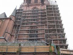 レーマー広場へ向かう途中に大聖堂に寄り道 修復工事中でしたが中を見る事はできました。