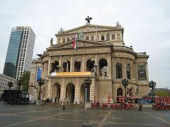 旧オペラハウスを見学、建築様式の素晴らしさ。