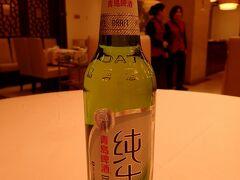 後から知ったけど、松鶴楼という有名なレストランだった。蘇州の名物料理の松鼠桂魚を食べなかったのは大失敗。  でも青島の純生を初めて飲めた。