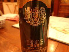 夕食は上海蟹と紹興酒の有名なお店「孔乙己酒家」へ。「ぐるなび上海」で予約できた。まずはビールで喉を潤す。