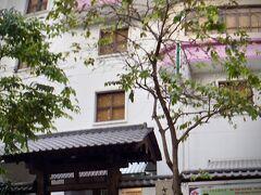 【ホーチミンの街並み】  「さくら日本語学校」と書いてありました~。