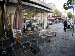 【ホーチミンの街並み】  ....これじゃあ、リラックスできませんね....  ここは、「8」という名の喫茶店....