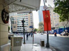 【ホーチミンの街並みを見ながら街を徘徊】  ベトナムの国旗を見ると、ここがどこだか、気がつきますわ....