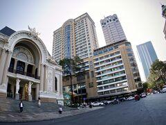 【ホーチミンの街並みを見ながら街を徘徊】  サイゴンオペラハウス(市民劇場)まで戻ってきました~