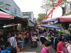 実質最終日となる土曜日の朝。  ホテルからも近い「雙連朝市]へ。 日本へ持ち帰れないが、魅力的な食材も沢山売られている。