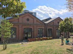川沿いから少し離れて、北区の中央図書館へ。 赤レンガ部分は旧陸軍の銃砲製造所を活用して造られたそうです。