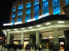 ブリュッセル滞在の最終日。ホテルで朝食を食べた後、チェックアウトしてスーツケースを預けてから中央駅へ行きました。朝8:00前、まだ外は真っ暗な状態でしたが、8:01発のリエージュ行き電車に乗って出発しました。 リエージュまで2nd Classで14.8ユーロでした。