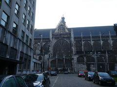 まず最初に訪れたのが、聖ジャック教会になります。10時からオープンだったので、しばらく周りを散策して待ちました。