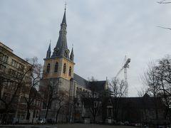 今度は聖ジャック教会近くの聖ポール大聖堂まで歩いて行きました。