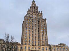 最後にどこか行き残した場所はなかったかなと思い、バスターミナルからほど近いラトビア科学アカデミーへ。  モスクワのスターリン様式を思わせる、見応えのある建物でした笑