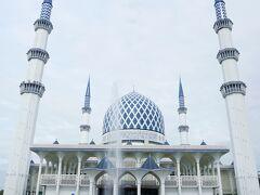 (ノ´▽`)ノオオオオッ♪ これが正面なのね~~  ブルーモスクと呼ばれてますが 正式名称は スルタン サラディン アブドゥル アジズ モスク