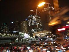 3時間以上各駅停車にゆられて日が暮れたころバンコクに到着です。