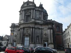 聖オーバン大聖堂前を通りました。
