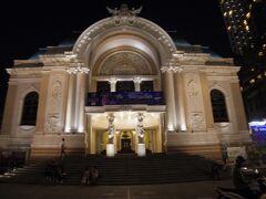 市民劇場のライトアップも綺麗です。