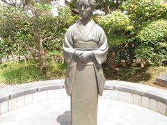 三橋鷹女の像。 成田出身の女流俳人とのこと。