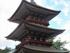 三重塔。 細やかで色鮮やかな造りに驚きました。