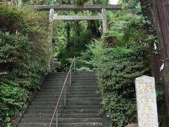 レストラン茅乃舎に行く前の時間調整に手前にある伊野天照皇大神宮へ。 ここの神社の手前には用水路?に鯉が泳いでいるところがあって見事な景色でした。  http://www.town.hisayama.fukuoka.jp/kanko/spots/detail/24