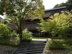 伊野天照皇大神宮からレストラン茅乃舎はすぐ近く。  山の中じゃなきゃ出せないこの雰囲気がレストラン茅乃舎の魅力です。  http://www.kayanoya.com/restaurants/restaurant/