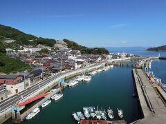 豊浜大橋へ 漁船が多く停泊