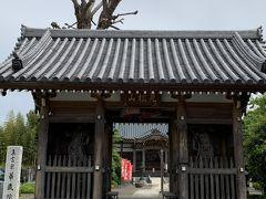 相原十字路から左に曲がって境川沿いに出ます。そこにはお寺があったので又寄り道。神仏習合の名残で境内には相原天満宮があります。