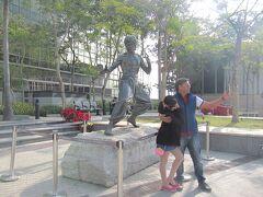<九龍・尖沙咀東部> 元祖、香港の大スター、ブルースリー像。