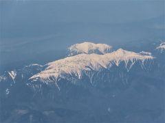 続いて 日本アルプスの山々が  窓の下に見えてきました