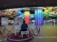 17:30  早速、有名な美麗島駅を見学がてら繁華街に向かいますー^^  これって、誰でも弾けるやつかなぁ?!