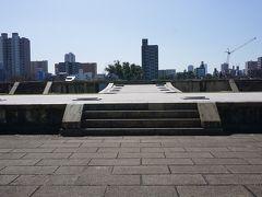 ●難波宮跡@難波宮跡公園  大阪天満宮の次は、難波宮跡にやって来ました。 JR森ノ宮駅から西へ行ったところにあります。 見た感じ、ただのだだっ広い公園です。