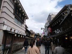 お昼を食べた後は参道を再び歩き帝釈天へ。 柴又は鰻の店が多いです。