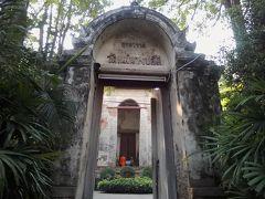 ②穴場的観光スポット 第3位「ワット メーナーン プルー厶」。 シブシブの門をくぐり中に入るとシブシブの本堂があります。